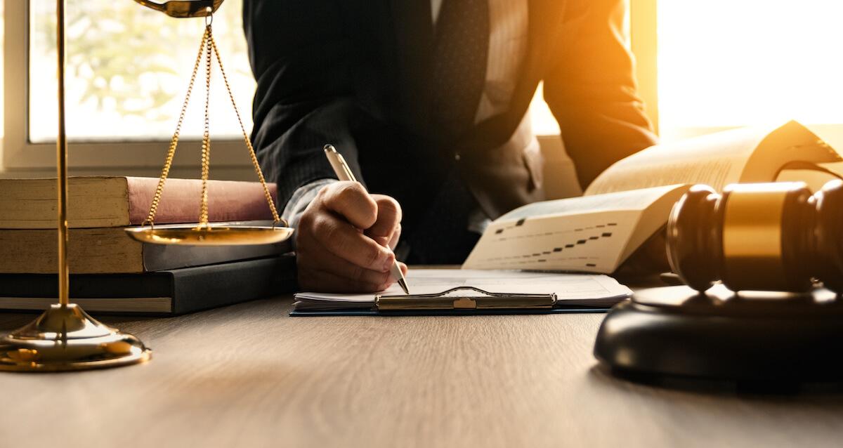 離婚の2文字がちらつく方は、まずは法律事務所へ無料相談がオススメ