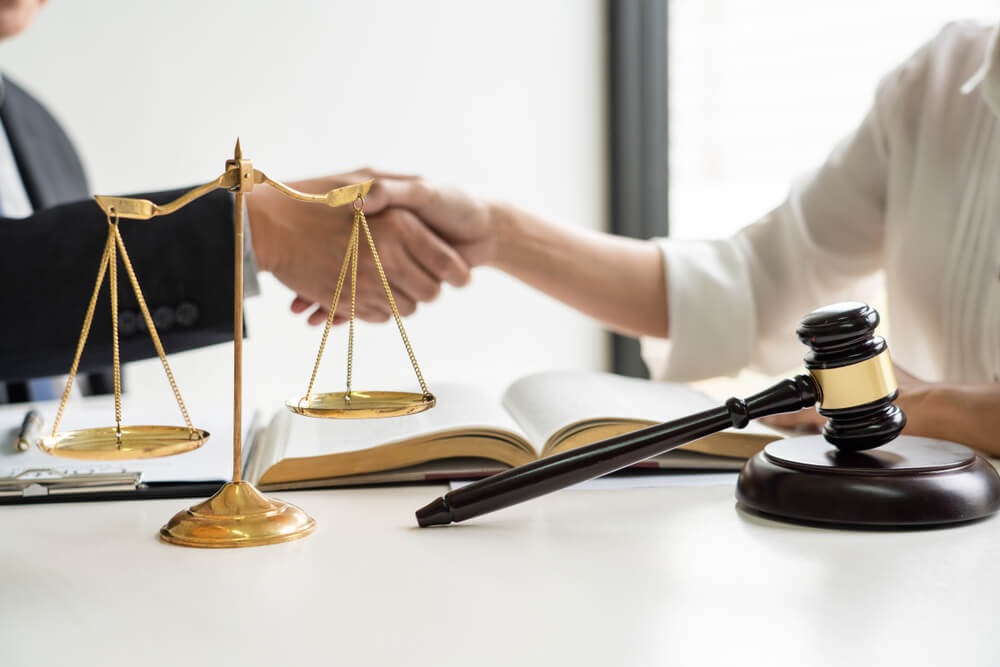 困ったとき頼るべきは「弁護士」