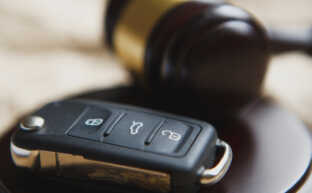 交通事故示談の基礎知識|弁護士に依頼する3つのメリット
