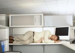 労働基準法で定められた労働時間とそれ以上働いた場合の対処法