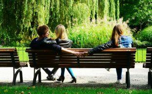 恋人に対して浮気慰謝料請求は可能?請求できる2つのケースと3つの方法