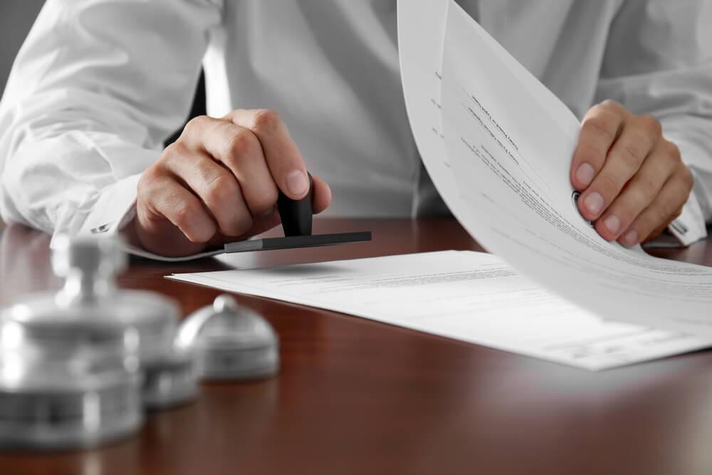 告訴状を受理してもらう確率をアップするには弁護士に依頼した方が良い