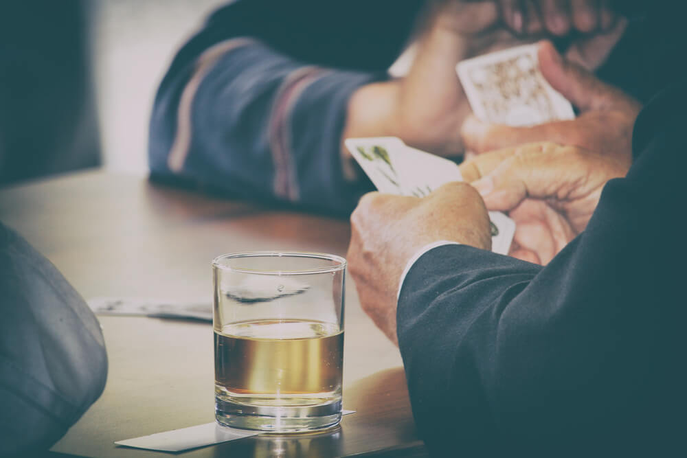 なぜギャンブルをやめられない?ギャンブル依存症の原因は?