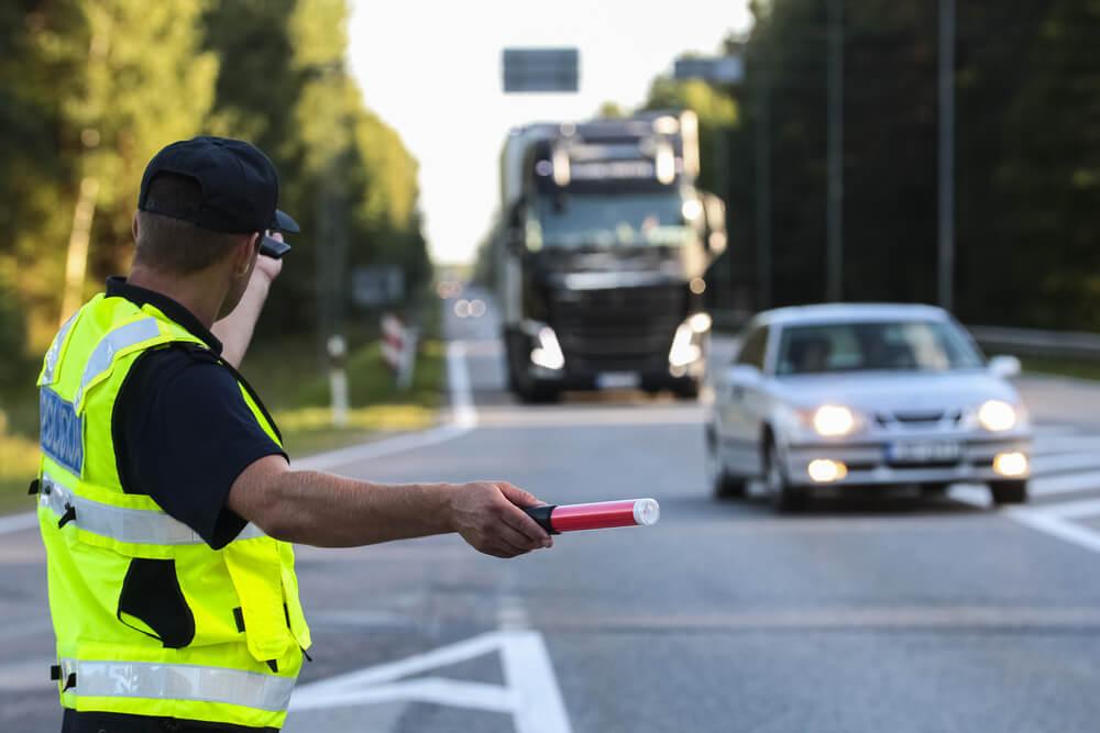警察では煽り運転の取締り強化に努めている