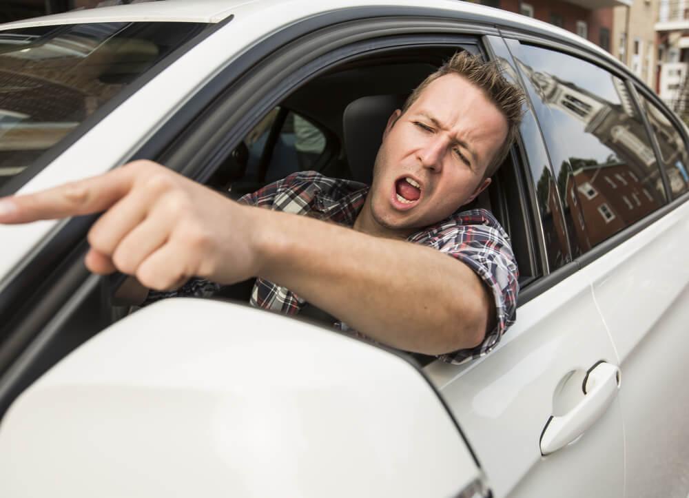 煽り運転に該当する具体的な行為例