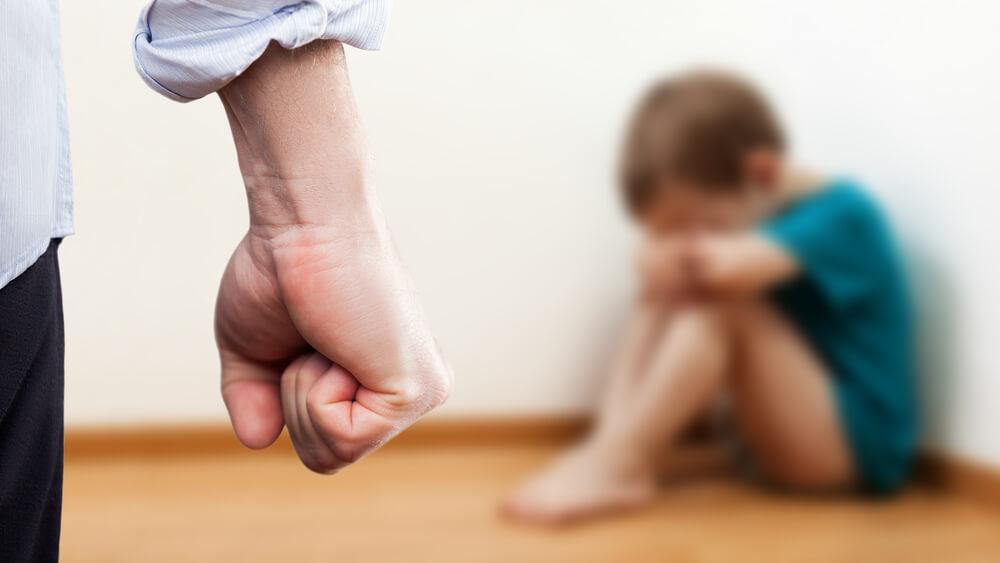 子供への虐待は犯罪