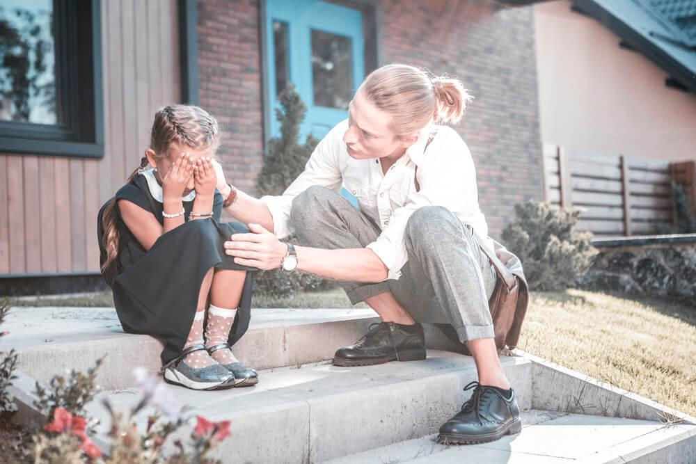 小学生の不登校の原因と子どもへの対応方法