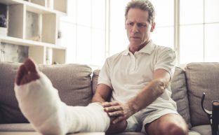仕事中の災害(労災)では有休を使うの?休業補償と有休どちらを使うべきか