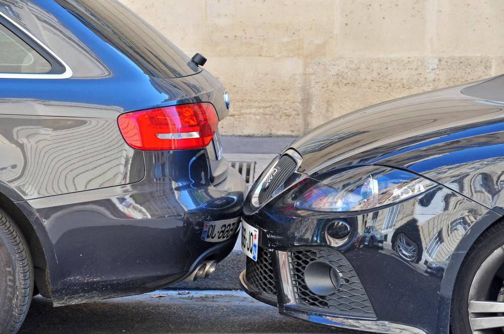 駐車場事故の被害に遭った際の対応方法