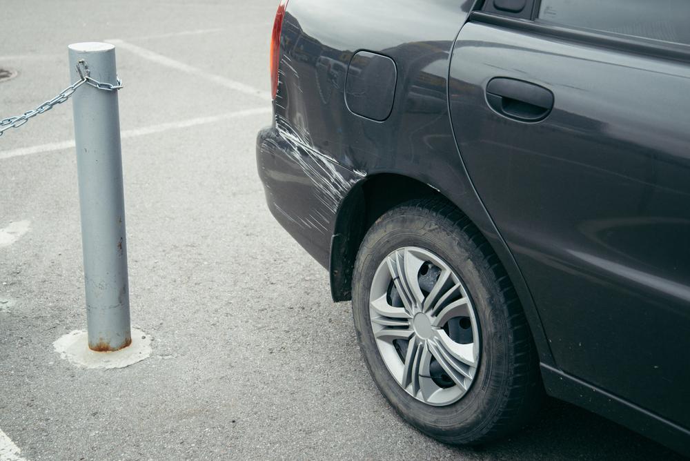 駐車場事故と道路上の交通事故の違いは?