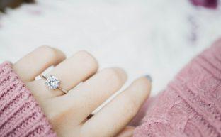 婚約とは入籍までの期間のこと?法的な手続きが必要かも知りたい!