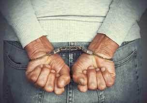父親 逮捕