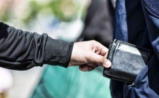 窃盗罪は意外に重い刑罰 罪が軽くなるケースと逮捕された時の対処法