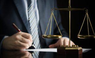 債務整理は弁護士に相談!手続きの流れやメリット・デメリットを解説