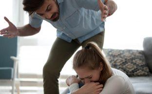 夫のDVで離婚〜慰謝料をより多く獲得する秘策を弁護士が教えます!