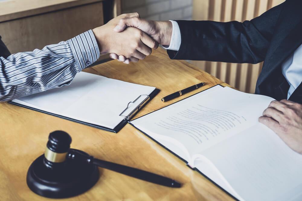男性が男性弁護士に離婚を依頼するメリット