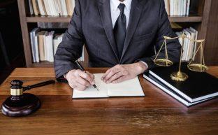 男性の離婚弁護士を味方につけて男性が有利に離婚する方法