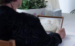 寡婦年金とは|死亡一時期金や遺族年金との違い、受給額や手続きの手引き