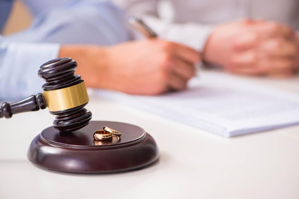 合意してくれない・離婚事由がない・親権でもめてしまいそう等の場合は弁護士へご相談を