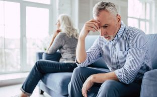 その定年離婚、突き進むか止まるべきか|離婚以外の2つの解決法と離婚する場合の2つの注意点