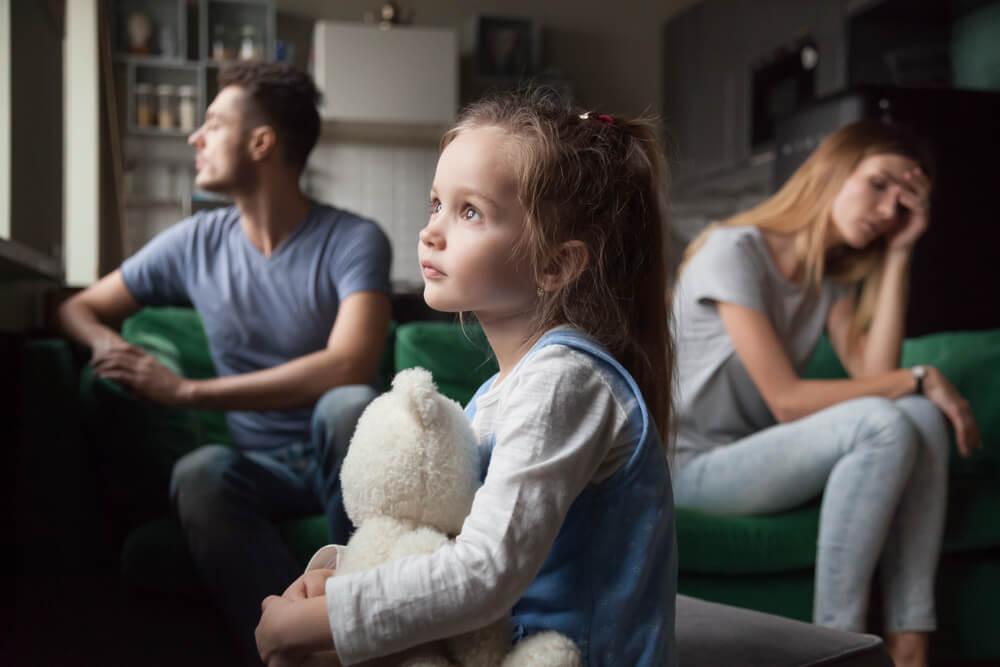 離婚したら子供の戸籍と姓はどうなる?