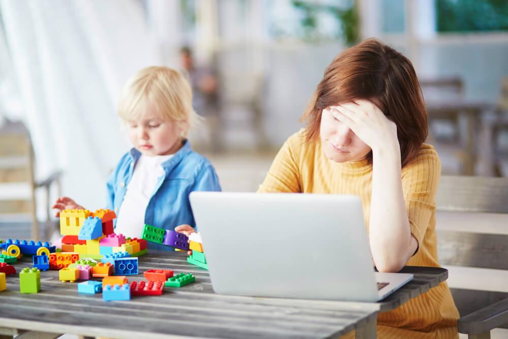 専業主婦は妻が育児を背負うべき?