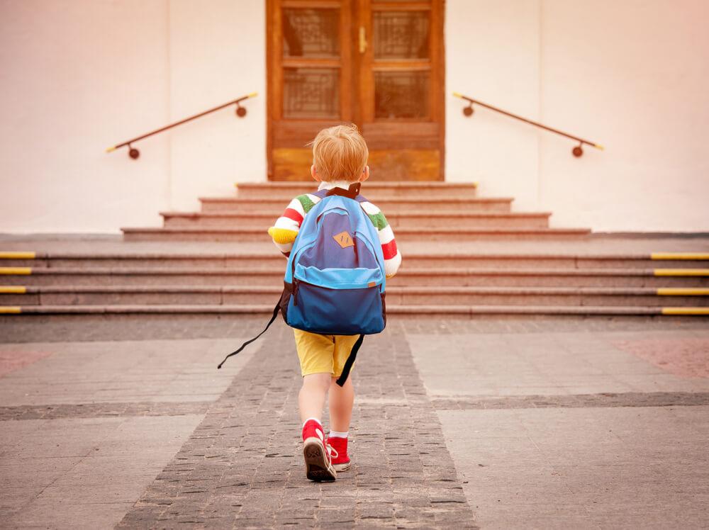 教育支援資金は、低所得世帯の子の進学費用を借りられる仕組み