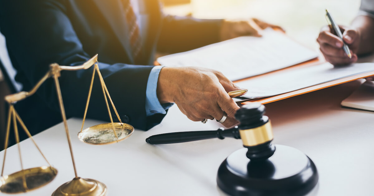 相続の手続きを弁護士に依頼すべき6つの場合