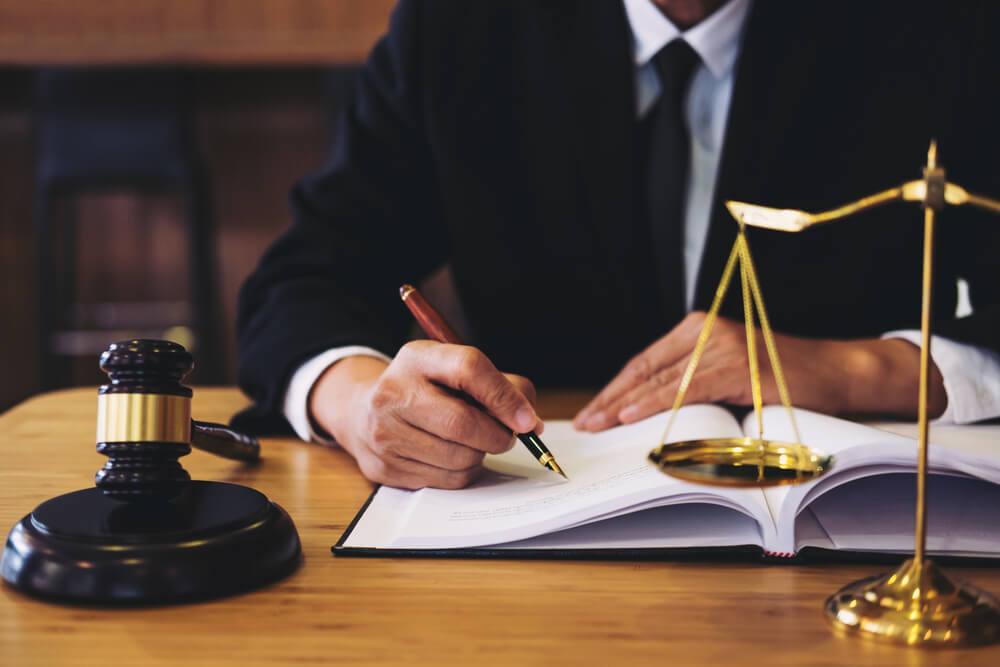 過払いがある、返しきれないという場合は弁護士へ相談を