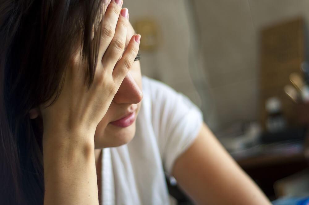 夫のアルコール依存症で離婚はできる?