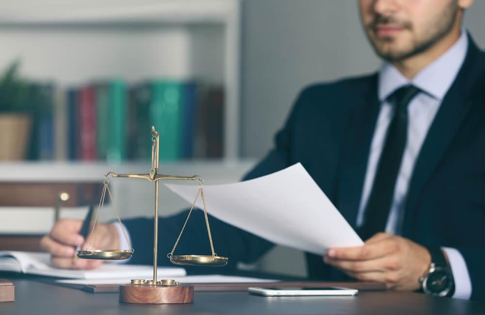 自己破産を考えるときの弁護士の見つけ方