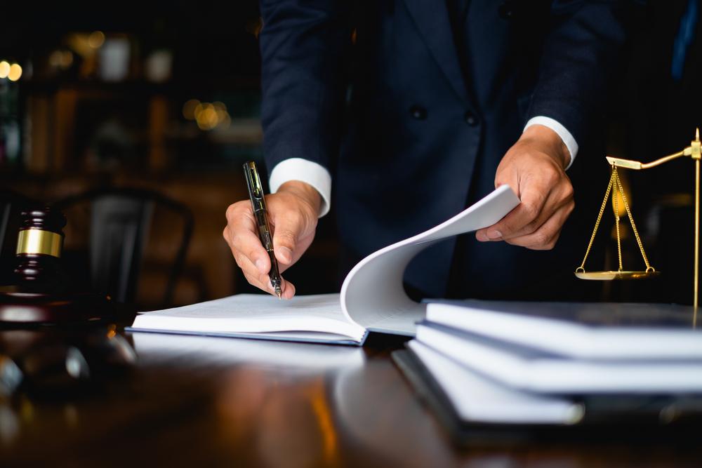 まずは弁護士に相談するのが借金解決の第一歩