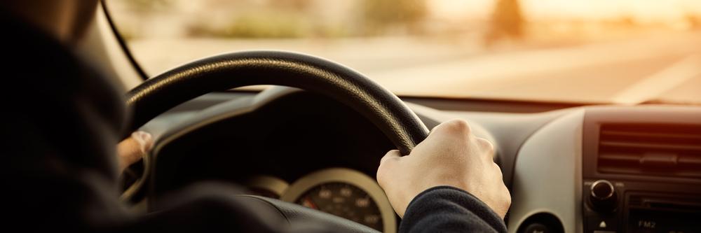 右直事故における右折車、直進車の責任