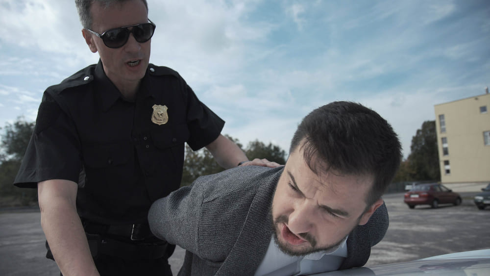 突然、家族や従業員が逮捕されたときの対応策