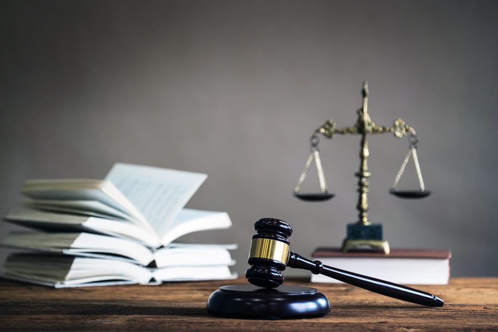 バイトをクビになって法的措置をとりたい場合は弁護士に相談を