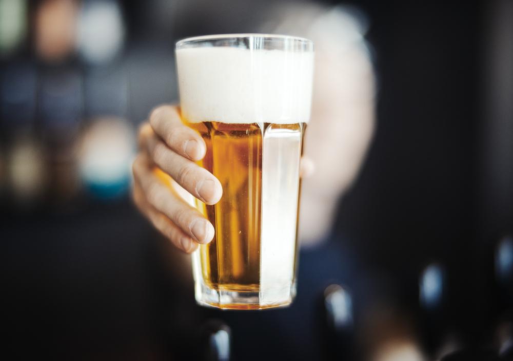 未成年者に飲酒を強制した人には重い責任が課せられる
