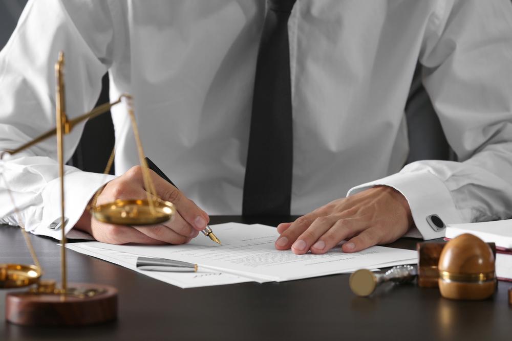 加害者との示談に不安があるときには弁護士に相談する