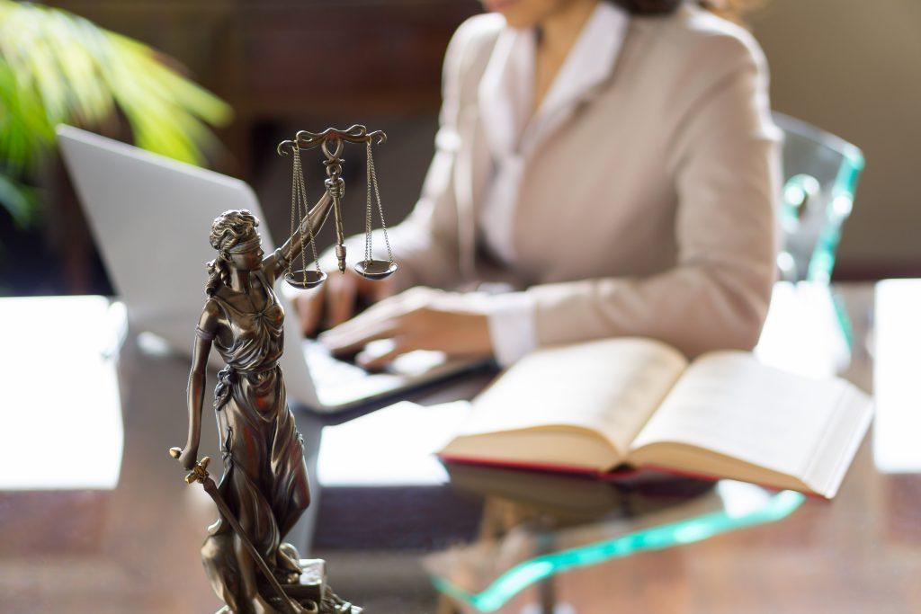 派遣切りに納得できないときは弁護士に相談を