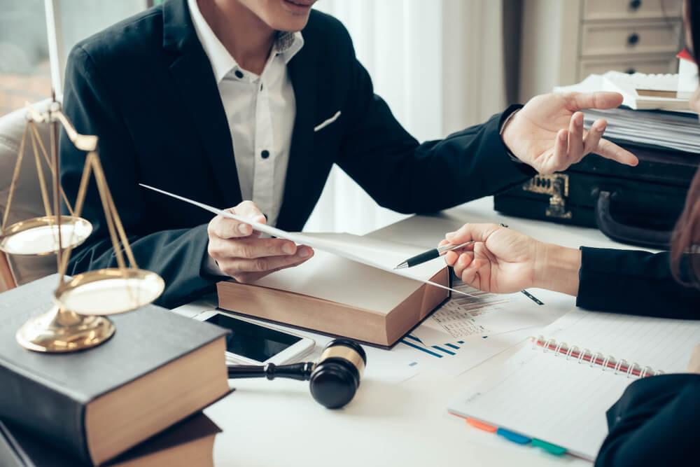 【令和最新版】副業禁止の4つの理由とは?副業が発覚したときのペナルティと対処法もわかりやすく解説