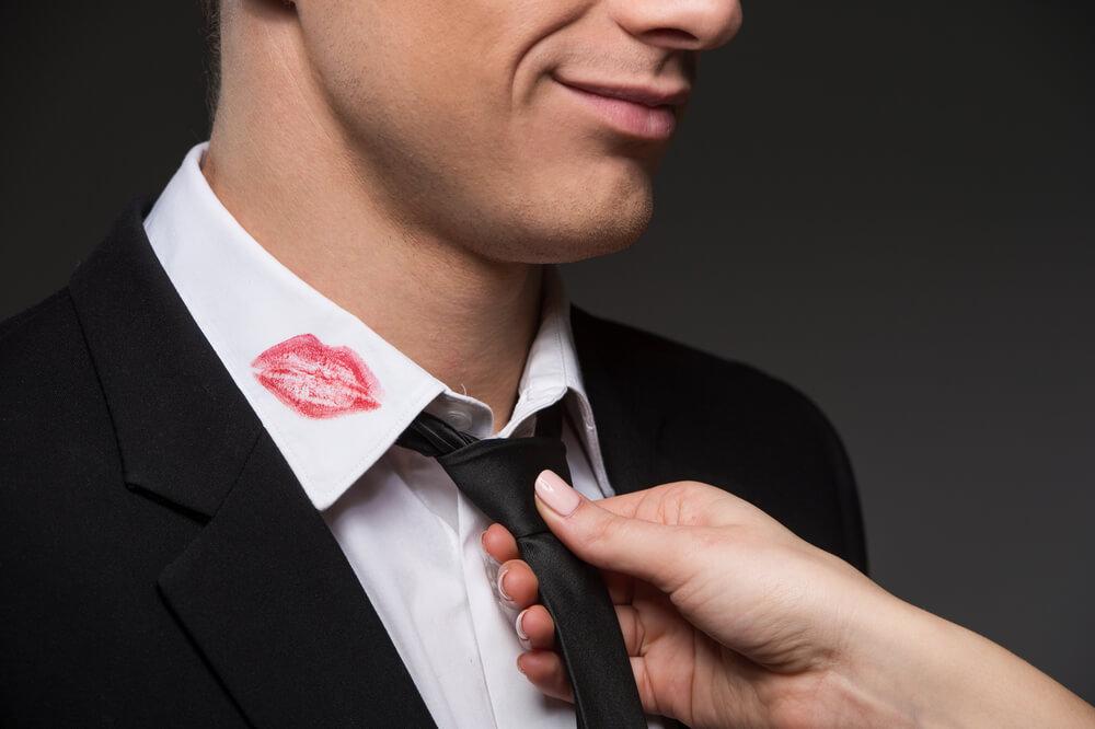 浮気の定義は人それぞれ|不貞行為にあたるか微妙なケース