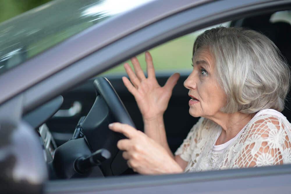 75歳以上のドライバーで一定の違反行為をした場合の手続き