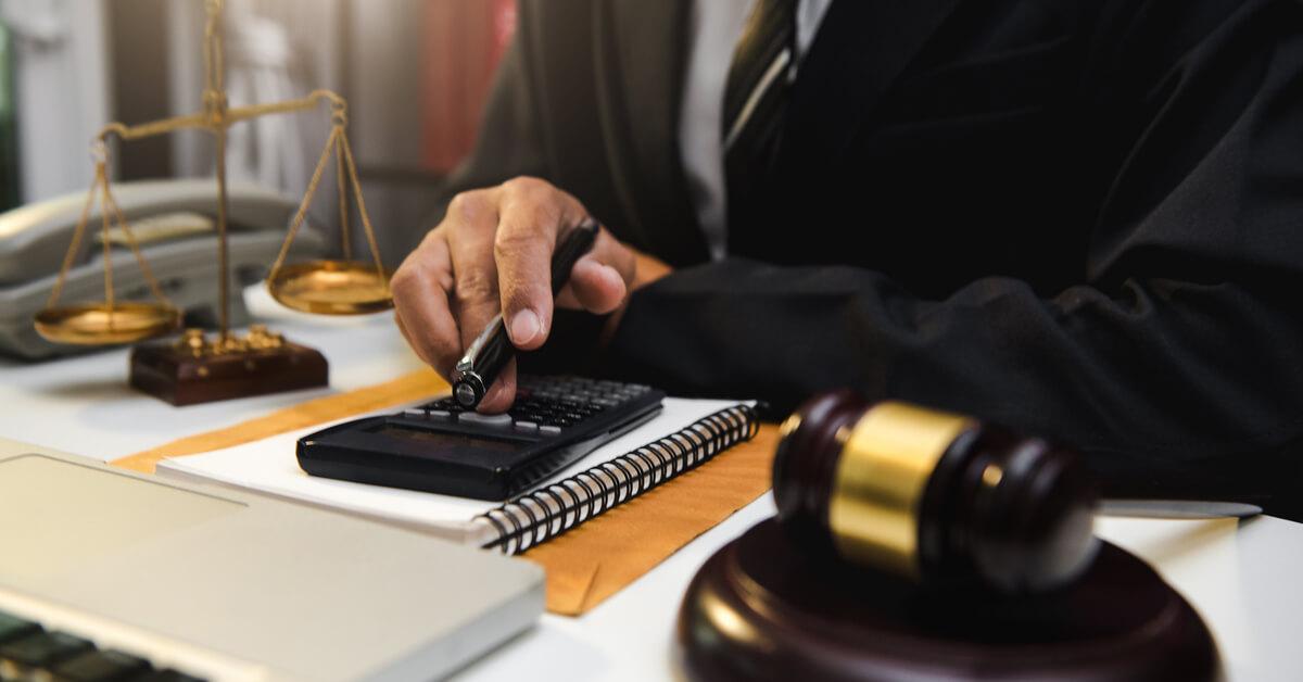 事業承継税制を利用する場合は専門家へ相談を