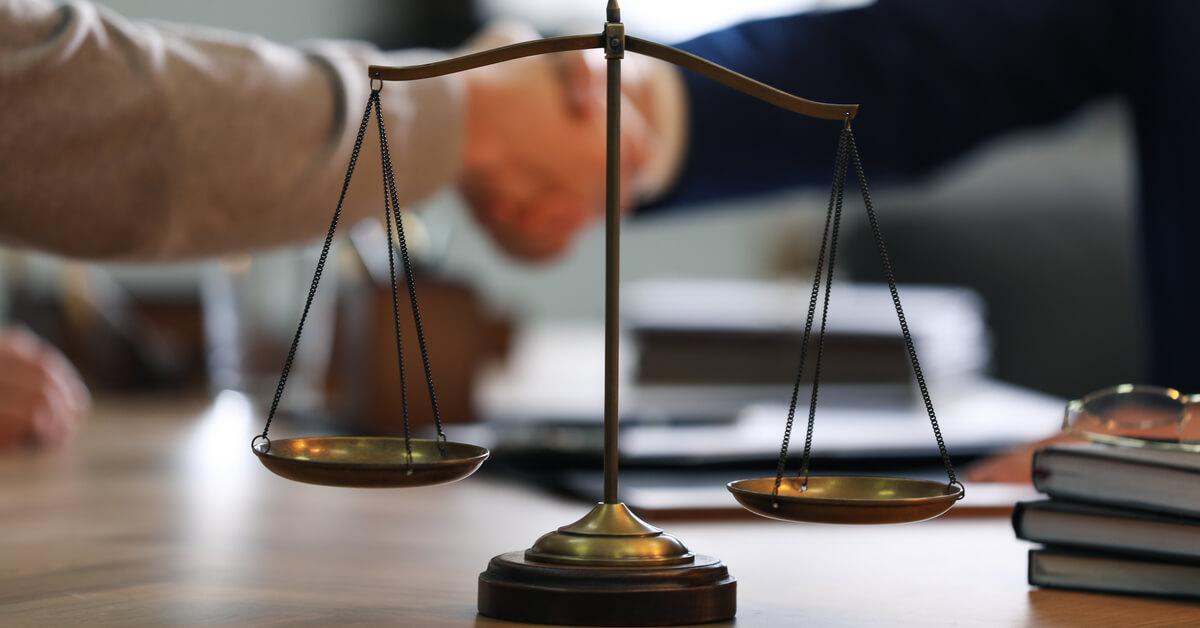 刑事裁判に精通した弁護人をつけていますか?