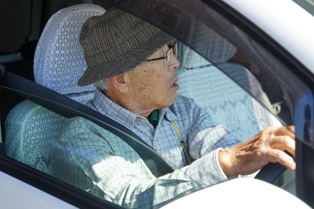 高齢者たちはなぜ運転を続けるのか