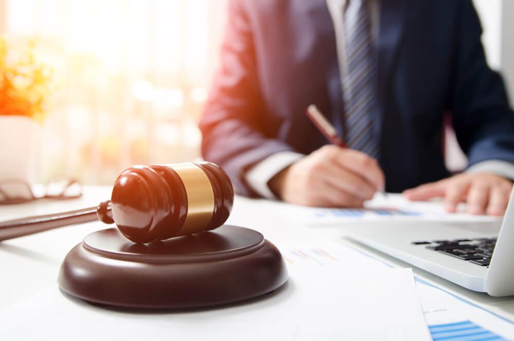交通事故の調停を弁護士に依頼するメリット