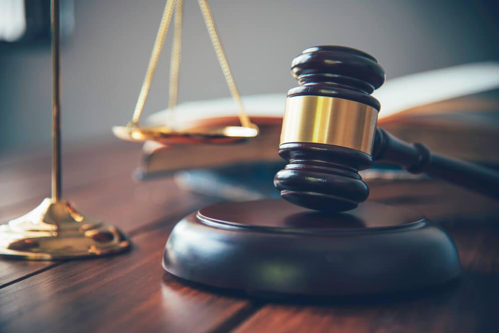 売掛金の回収が遅れ、裁判や差し押さえへと発展した場合のリスク