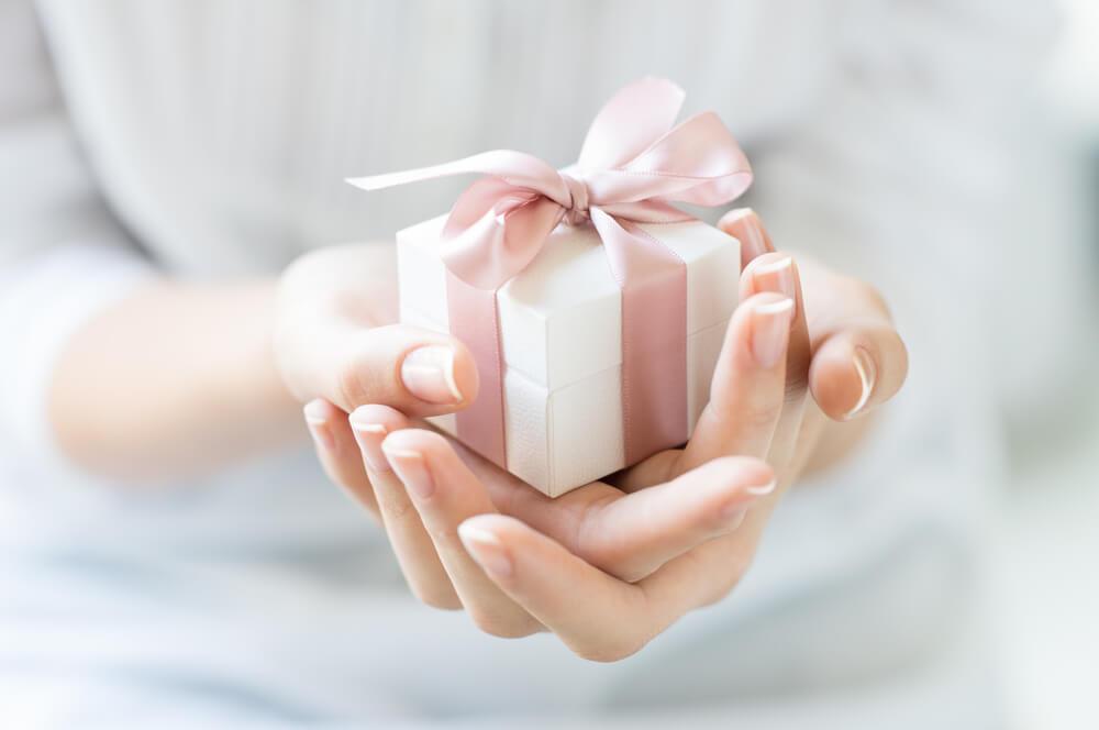不倫相手にプレゼントを贈ってもいい?