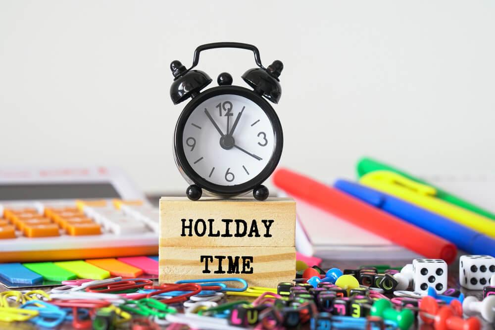年間休日数は法律で決まっている?