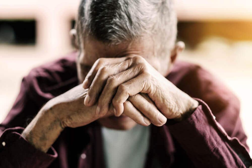 介護職員による虐待は増加している