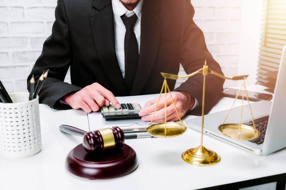 介護を巡った職場でのトラブル、相続のトラブルでお困りの際は弁護士へ相談を